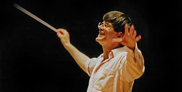 Hilary Davan Whetton conducting