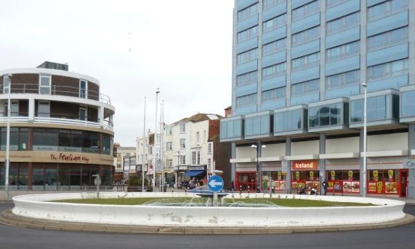 Pelham Place roundabout