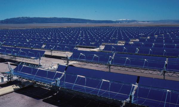 The SEGS CSP plant in California (photo: US Land Management Bureau).