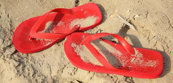 00red-flip-flops-on-beach