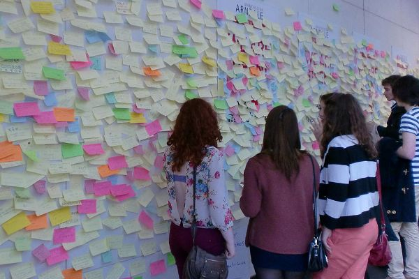 The Peace Wall at the Arndale Centre in Mancheste following the riots in 2011 (photo: Wikimedia Commons/Yohan euan o4).