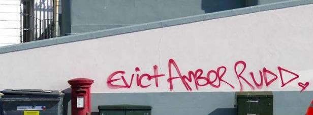 00amber-grafitti-evict-2