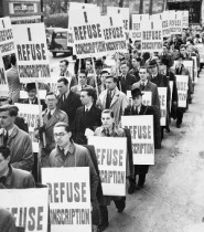 A march of 2,000 anti-conscription protesters in London,1939. © IWM (HU 36255).