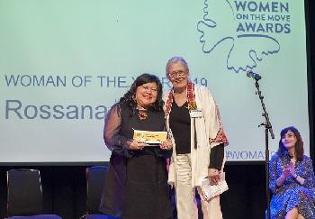 Rossana receives her award from Vanessa Redgrave.