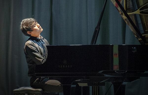 Fumiya Koido playing at this year's HIPCC.