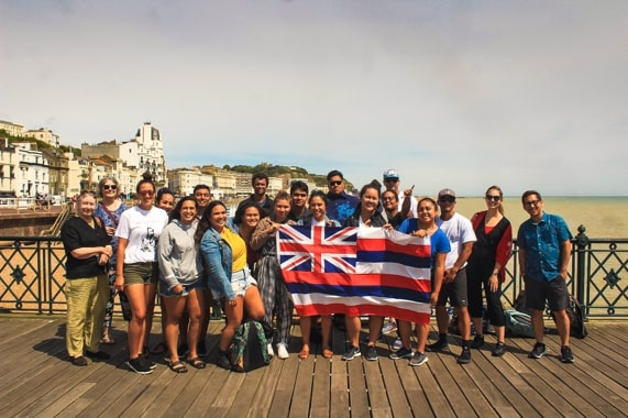 Hawai'ian visitors on Hastings pier (photo: Travel blog, Native Hawai'ian Travel Services)..