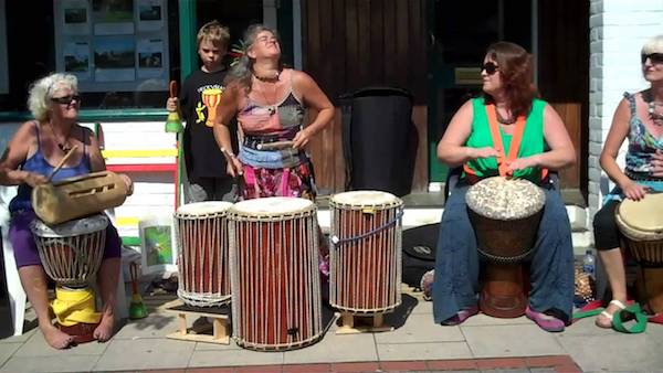 Muso Bango (Ladies With Drums)