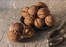 220pix-walnuts
