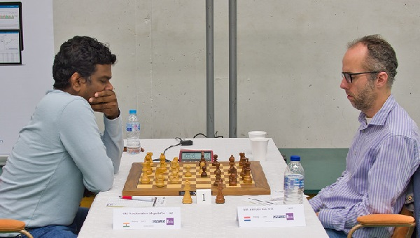 Indian GM Panchanathan on his way to beating Erik van den Doel of Holland in the sixth round of the Masters tournament.