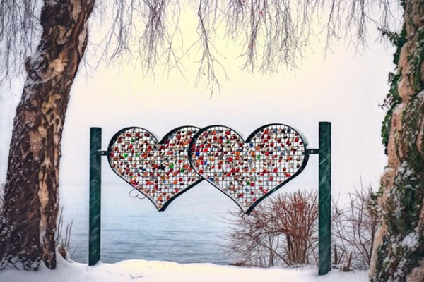 600pix-heart-shape-multicolored-stand